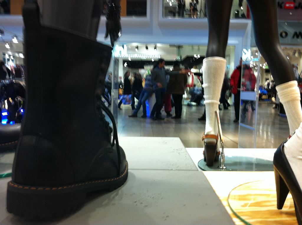 SKÄLVA exploring shopping malls_02