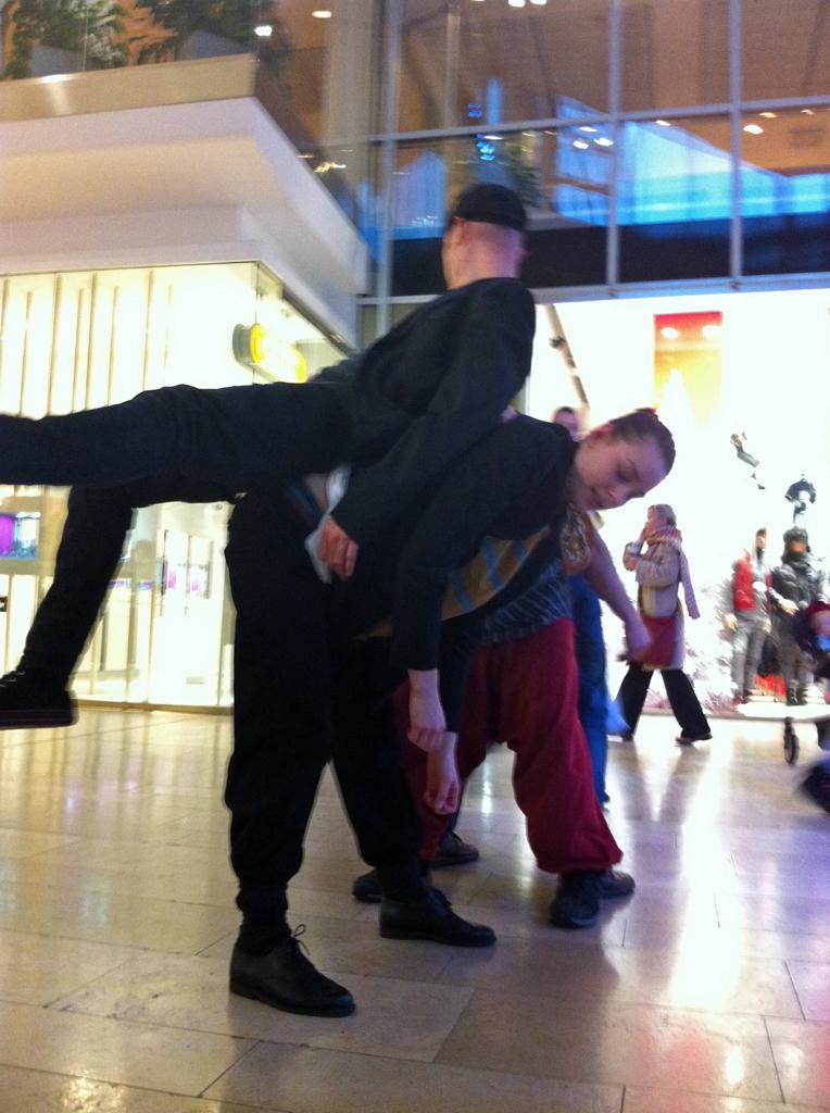 SKÄLVA exploring shopping malls_04