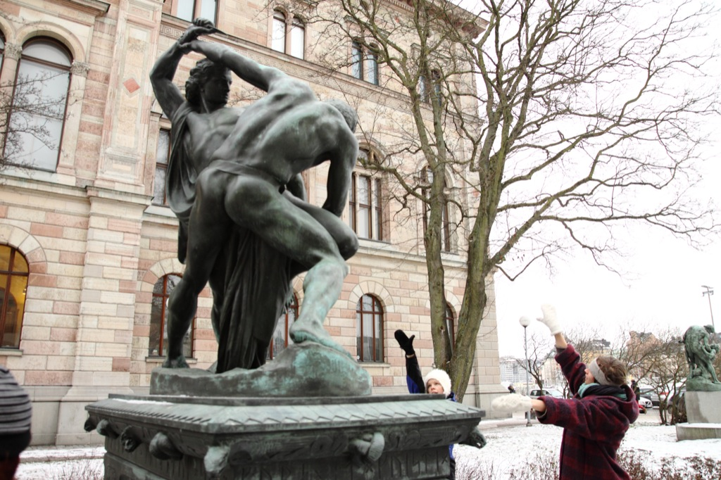 SKÄLVA exploring statues in relationship to us through perspectives as site-specific and time-specific_01